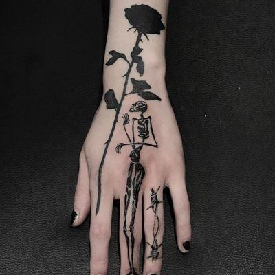 Tattoo by Servadio #Servadio #illustrativetattoos #illustative #blackwork #rose #flower #floral #skeleton #barbedwire
