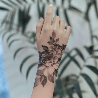 Tattoo by Zihwa #Zihwa #illustrativetattoos #illustative #flowers #floral #leaves #nature #rose
