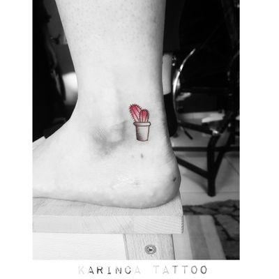 🌵 Instagram: @karincatattoo #cactus #small #minimal #little #tiny #tattoo #tattoos #tattoodesign #tattooartist #tattooer #tattoostudio #tattoolove #tattooart #istanbul #turkey #dövme #dövmeci #design #girl #red