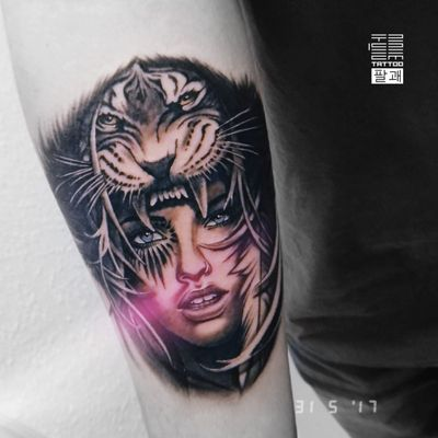 Еще один датский 🇩🇰 проект, который очень мне понравился 😌 Начало рукава на тему коренных американских народов (индейцев) 🏹 (Май '17) ... А вам нравится индейская тематика? ... #тату #девушка #индеец #тигр #trigram #tattoo #girl #nativeamerican #Indian #tiger #inkedsense #tattooist #кольщик