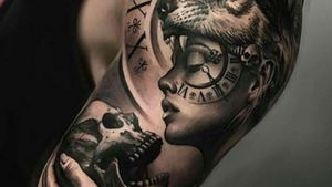 Women skull wolf clock