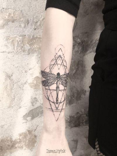 #blackwork #geometry #geometrictattoos #dragonfly #vegantattoo