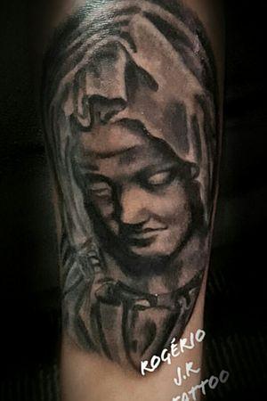 Tattoo religiosa #realismopretoecinza #realismtattoo #pretoebranco #maria #estatua  #portraitartist #styletattoo