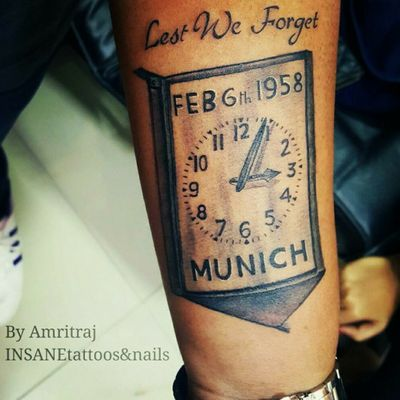 In memory of the Busby Babes. Inked in 2016. Concept: The design is a tribute to the Manchester United players, nicknamed the Busby Babes, who died in the air crash on 6th February, 1958. The Munich air disaster witnessed the flight crash on its third attempt to take off from a slush-covered runway at Munich-Reim Airport. The team was returning from a European Cup match in Belgrade, Yugoslavia, having knocked Red Star Belgrade to progress to the semi-final of the competition. The crash derailed the team's title ambitions and also destroyed the nucleus of what promised to be one of the greatest generations of players in English football history. It took 10 years for the club to recover. #football #manchesterunited #munichairdisaster #busbybabes #england