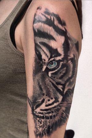 Tatuaje de tigre realismo. #realism #realistictattoo #tiger #tigertattoo #denia #blackandgray #besttattoos