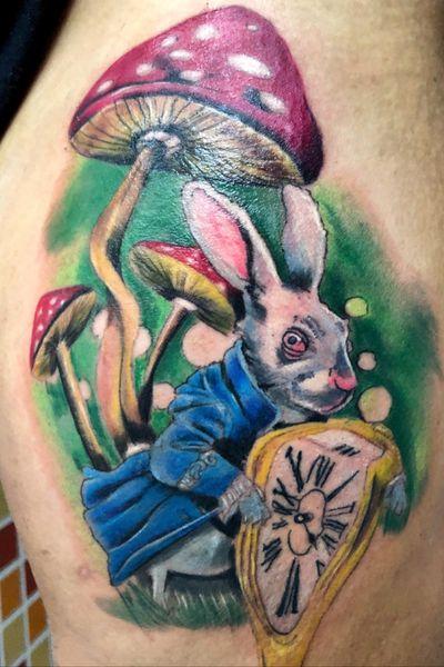 El conejo de Alicia #AliceinWonderlandtattoo #rabbittattoo #rabbit #aliceinwonderland #alicerabbit#colortattoo #colortattoos #fullcolor #fullcolorstattoo #ilustracion #tattooartist #spanishtattooartist