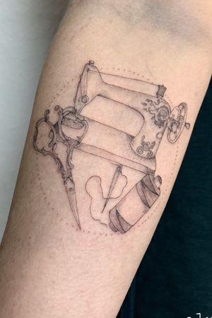 #bremenartist #artbremen #brementattoo #mandalatattoo #dotworktattoo #finelinetattoo #finelinetattoos #fine #singleneedle #singleneedletattoo #geometrictattoo #ornamentaltattoo #linework #alunarink #tattoobremen #bremen #sewingtattoo