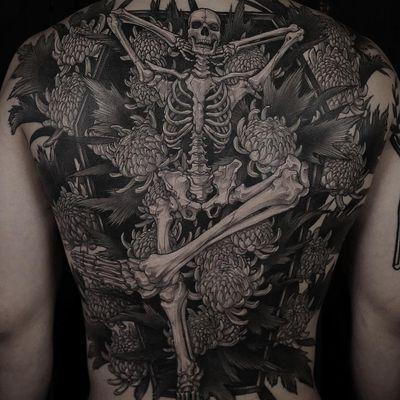 Tattoo by Gara Tattooer #GaraTattooer #favoritetattoos #favorites #best #besttattoos #skeleton #skull #death #flowers #floral #illustrative #blackandgrey #chrysanthemum #backpiece #coffin