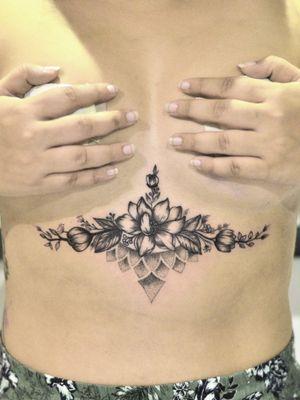 #sternumtattoo #underboobtattoo #linework #blackworkerssubmission #bkacktattoo #tattoo #tattoos #inked #inkedbabes #ink #tattoolove #tatuagem