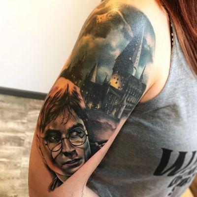 Tattoo by Anali De Laney #AnaliDeLaney #FantasticBeasts #HarryPotter #JKRowling #HarryPottertattoos #realism #realistic #portrait #hyperrealism #wand #magic #Hogwarts #wizard
