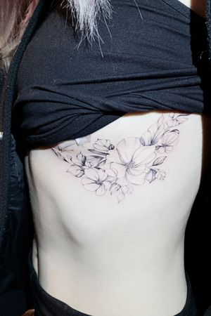 Love flowers #floral #flower #breasttattoo #blackandgrey #fineline #thinline #flowers #preety #beautiful #girl #sexy