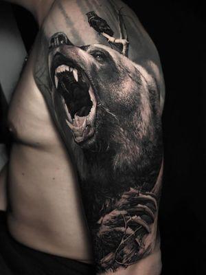 #bear #beartattoo #blackandgreytattoo #blackwork #tattoo #tattoodo #bearsleeve #realismo #realistic #hyperrealism #animal #animaltattoo #nature #naturetattoo #unreal #inked #blackandgrey #insanetattoo