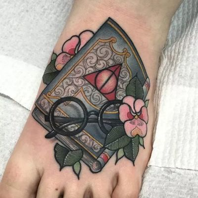Neo traditional Harry Potter themed tattoo by Eddy Lou. #neotraditional #EddyLou #HarryPotter #glasses #book #flowers