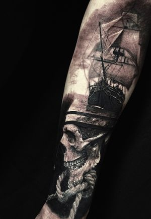 The work on the forearm, realistic ship and skull