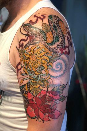#Japanesetraditionaltattoo #peoniestattoo #snake tattoos #japanesesnake #chrysanthemumtattoo #asian #inspired