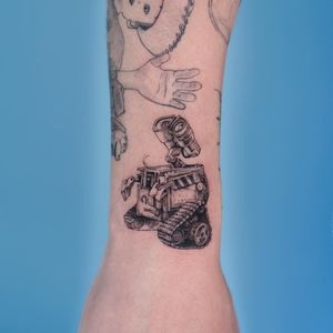 Tattoo by Oozy #Oozy #SciFitattoos #scifi #sciencefiction #WallE #illustrative #linework #dotwork #fineline #detailed #movie #film #pixar #disney