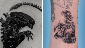 Tattoo on the left by Coldgray and tattoo on the right by Oozy #Coldgray #Oozy #SciFitattoos #scifi #sciencefiction