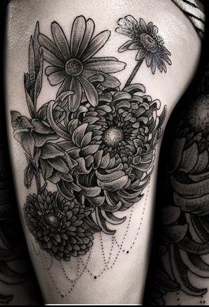 Thanks @_xoxo_natt #flowers #buquet #diverseaf #losangeles #artist thanks for looking #juliustattooer