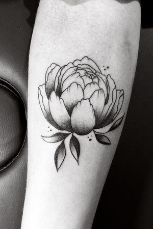 #blackwork #blackworktattoo #flower #tattoo #ink #inked #valencia #valenciatattoo