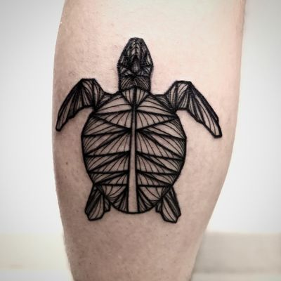 Origami Turtle 🌊 Text us to get your origami animal 🖤 #origami #origamitattoo #geometricaltattoo #geometrical #animal #turtle #sea #leg #blackwork #blackworktattoo #blacktattoo #vienna #viennatattoo