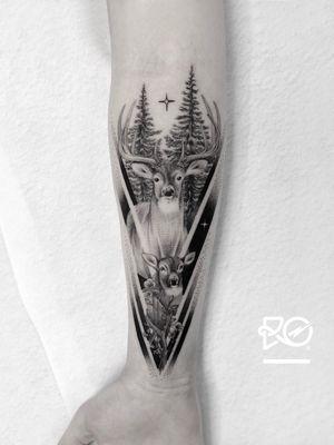 By RO. Robert Pavez • Rådjur kärlek 🖤• Done in studio ZOI TATTOO • Stockholm 🇸🇪 2018 #engraving #dotwork #etching #dot #linework #geometric #ro #blackwork #blackworktattoo #blackandgrey #black #tattoo #fineline