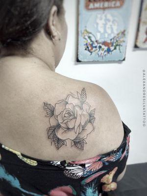 Rosa delicada #sketchtattoo #tatuagem #tatuagensfemininas #flower