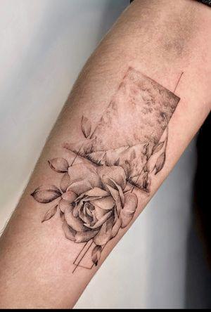 Freehand / bishoprotary / 3rl 0.25 #tattoo #tattoos #ink #blackworktattoo #blackwork #theartoftattoos #darkartists #flowertattoo #tattooartist #blkttt #lovettt #inktattoo #tttism #tattoomoscow #blxckink #taot #tattoospb #tattoodo #blacktattoo #btattooing #theblackmasters