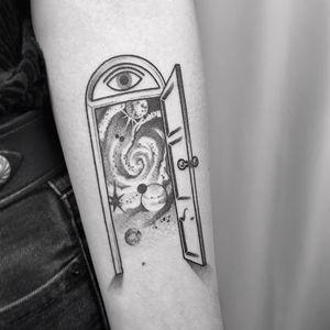 Tattoo by Ciotka Zu #CiotkaZu #portaltattoos #portaltattoo #portal #space #spacetravel #door #magic #illustrative #dotwork #galaxy #thirdeye #planets #stars #illustrative
