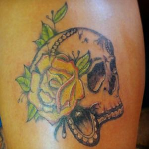 #kevink #customtattoos. #skulltattoo #confettirose #inkedgirl #elsalvadorink