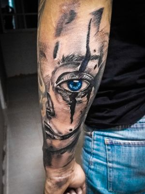 Half face in realism por el artista Andrew Marrugo (@drewm_tattoo) #realismtattoo #tattoo.colombia #intenzeink #zuperblack #bishoprotary #ezcartridges #eztattoo #tatuadorescolombianos