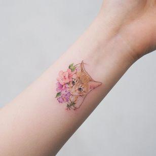 Tattoo by Sol Tattoo #SolTattoo #cattattoos #cattattoo #kittytattoo #kitty #cat #petportrait #animal #nature #realism #realistic #flower #floral #plant #cute #babyanimal #kitten