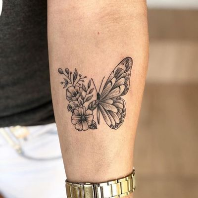 Butterfly floral tattoo #buterfly #butterflytattoo #Butterflies #butterfy #floral #floraltattoo #wings #blackandgrey #blackandgreytattoo #blackAndWhite #insect #animal #animals #animaltattoo #rose #roses #flower #flowers