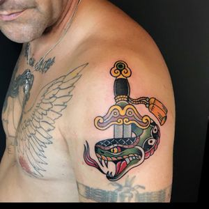 #snake #snaketattoo #chinesestyle #bat #太極 #sword #art #artist #sketch #drawing #ink #inked #tattoo #tattoos #artwork #traditional #tattooer #respect #traditionaltattoo #hk #hkig #oldschool #flash #tattoolife
