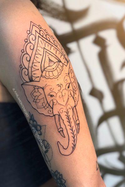 Olha que trabalho lindo que rolou hoje! Tá procurando uma tataudora com traços delicados em um estúdio seguro? Encontrou! ❤️ #cotia #granjaviana #tatuagem #tatuagemfeminina #vargemgrande #ganesh #ganesha #elefante #mandala