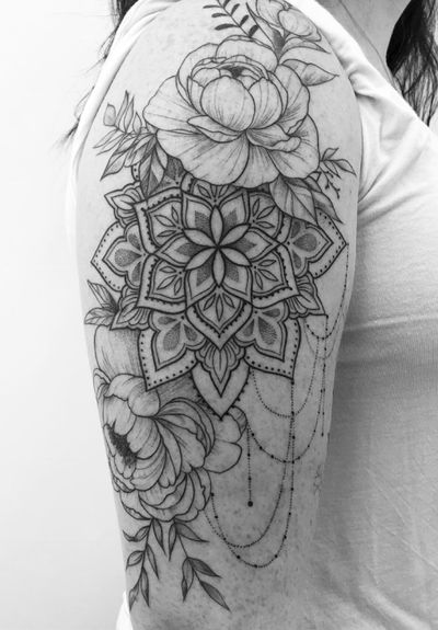 Finished off this pretty floral mandala piece! One of my favorites! Would love to do more like this!! . . . . . #torontoinknews #mandala #tattoos #tattoo #lotus #alldotmandala #toronto #dotwork #blackline #blackwork #blackworktattoo #blackworkers #mandalatattoo #blackworkerssubmission #toronto #dotwork #torontotattoos #blacktattoo #dotmandala #ornamentaltattoo#ornamental#inkandwater#illustration#girlswithtattoos#minimalist#femaleartist#pretty#girly#tattoocollection