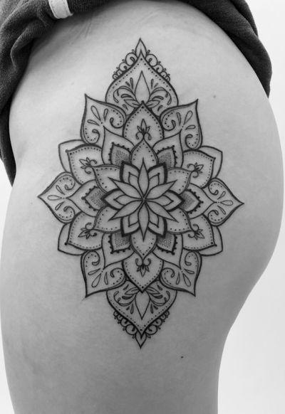 Perfect placement for this ornamental mandala! In love! . . . . . . #torontoinknews #mandala #tattoos #tattoo #lotus #alldotmandala #toronto #dotwork #blackline #blackwork #blackworktattoo #blackworkers #mandalatattoo #blackworkerssubmission #toronto #dotwork #torontotattoos #blacktattoo #dotmandala #ornamentaltattoo#ornamental#inkandwater#illustration#girlswithtattoos#minimalist#femaleartist#tattoocollection