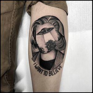 #totemica #tunguska #black #danascully #xfiles #iwanttobelieve #mulderitsme #tattoo #originalsintattooshop #verona #italy #blacktattooart #tattoolifemagazine #tattoodo #blackworkers #blackwork