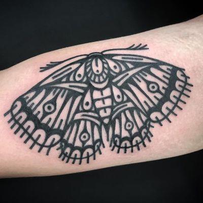 Tattoo by Johan Navarro #JohanNavarro #mothtattoos #mothtattoo #moth #butterfly #insect #nature #animal #blackwork #linework