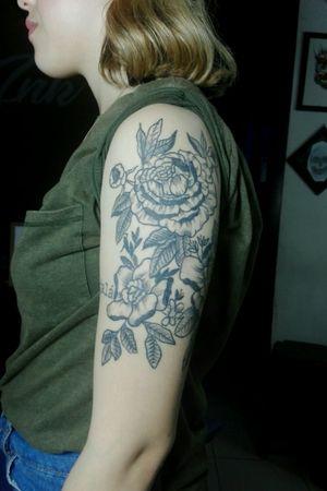 Tattoo #flores#tattoo#tattooflores#tattoogirl#dotborck#blackworck#ink