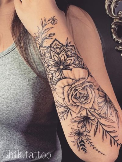 #fine-line #ornamental #dotwork #blackwork #floral #mandala