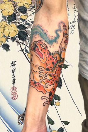 Frogs #italianjapanesetattoo #top_class_tattooing #japanart #topttattooing #topclasstattoing #bright_and_bold #americanatattoos #italian_traditional_tattoo #friendship #realtraditional #inked #oriemtaltattoo #tattoo #tattooes #tattooitaly #convention #tattoolife #tattoolifemagazine #inkart #tattooartistmagazine #bologna #tattoobologna #bolognatattoo #horrorvacuitattoo #tatuaggibologna #tttism #japanesetattoo