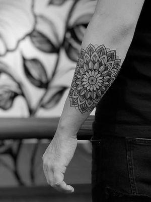 Mandala #mandalatattoo #geometrictattoo #sacredgeometry #blackandgrey #linework