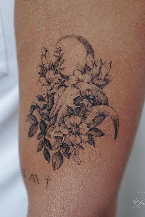 Fineline tattoo by Zihwa #Zihwa #fineline #cattleskull #skull #moon #flower