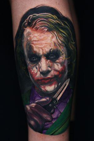 #joker #inkjecta #hustlebutterdeluxe #magicmooncartridges #theinkedarmy #tattoo #portrait #realism #miguelameliach #ink #color #blackandgrey