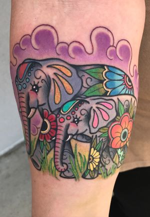 Mama elephant and baby elephant