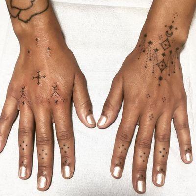 Tattoo by Tati Compton #TatiCompton #fingertattoos #fingertattoo #finger #hand #handpoke #star #dotwork #moon