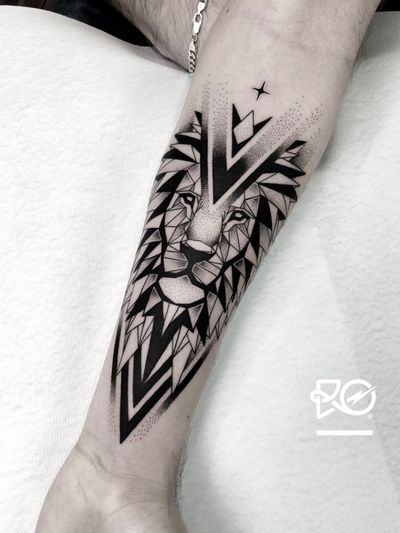 By RO. Robert Pavez • The Last Geometric Lion • Done in studio ZOI TATTOO • Stockholm ?? 2018 #engraving #dotwork #etching #dot #linework #geometric #ro #blackwork #blackworktattoo #blackandgrey #black #tattoo #fineline