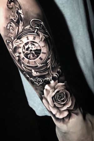 Black & gray realistic clock and roses @pedromullertattoos