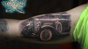 #blackandgrey #blackinktattoo #tattoocar #retrocar