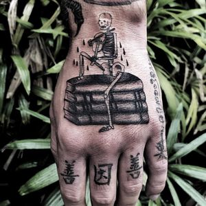 Tattoo by Osangbrutal #Osangbrutal #booktattoos #booktattoo #book #literary #novel #reading #novel #illustrative #lettering #skeleton